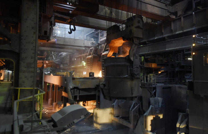 Niederrheinische IHK – Wirtschaftsbarometer Duisburg: Industrie stemmt sich gegen die Krise