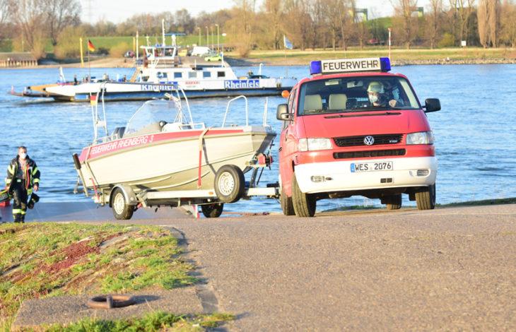 Rheinberg – Rheinberg Eversael: Feuerwehreinsatz zu Wasser
