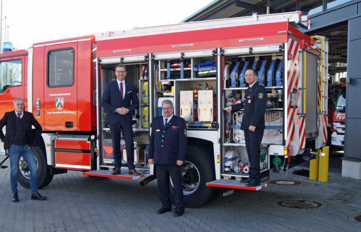 Kreis Wesel/Stadt Neukirchen-Vluyn – Kreis Wesel übergibt Katastrophenschutzfahrzeug an Neukirchen-Vluyn