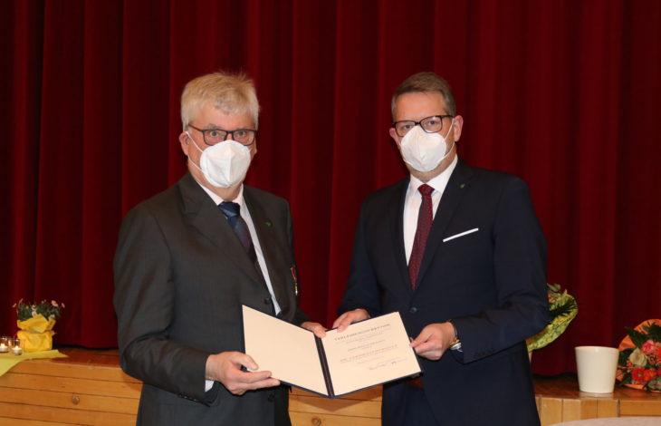 Heinz-Peter Kamps (links) und Landrat Ingo Brohl (rechts)