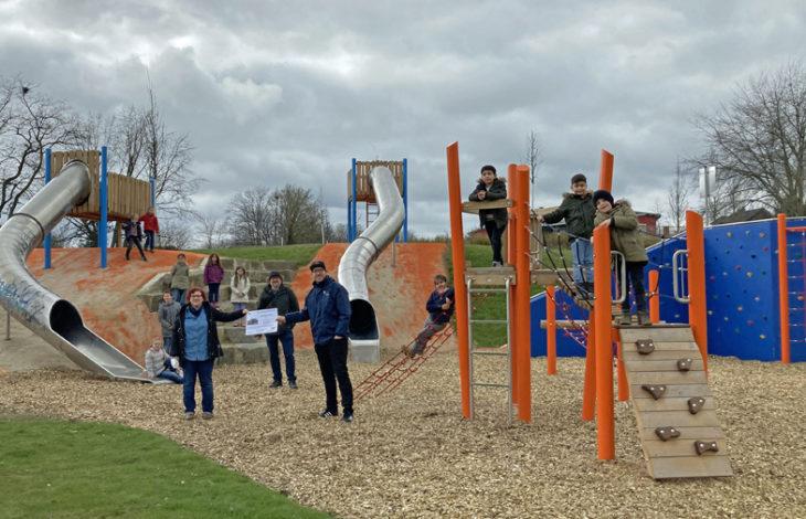 Stadt Moers – Neue Grünanlage zum Spielen und Chillen – St. Marien-Schule ist Pate