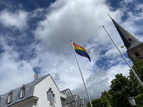 Stadt Rheinberg – Rheinberg hisst die Regenbogenflagge