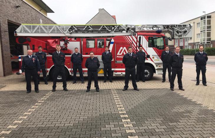Stadt Moers – Feuerwehr Moers: Löschzug Stadtmitte befördert engagierte Wehrleute