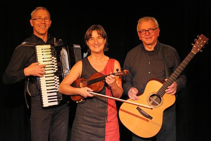 Stadt Moers – Klezmer-Trio Bernshteyn gastiert am 10. Juli im Schlosshof