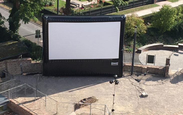 Stadt Moers – Open-Air-Filme im Schlosshof thematisieren jüdisches Leben