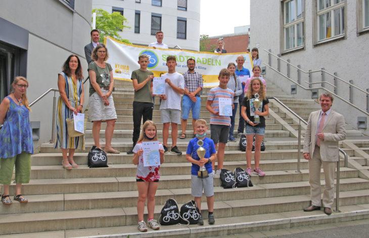 Stadt Moers – Pokale und Geschenke für die besten Moerser Stadtradeln-Schulen