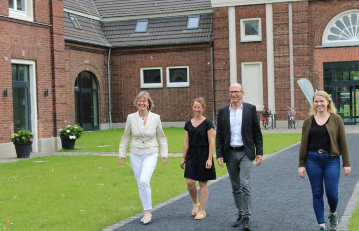 Bild: v.l.n.r.: Petra Niemöller, Jennifer Wachtendonk, Dr. Christoph Müllmann, Susanne Toussaint