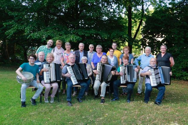 Stadt Duisburg – Sonntagskonzert mit dem 1. Akkordeon-Orchester Rheinhausen im Musikpavillon im Volkspark Rheinhausen