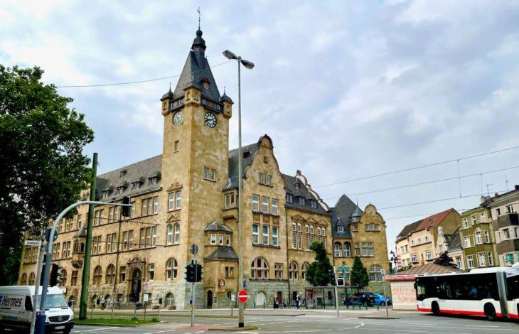 Stadt Duisburg –  Sanierung des Turm des Rathauses Hamborn erfolgreich abgeschlossen
