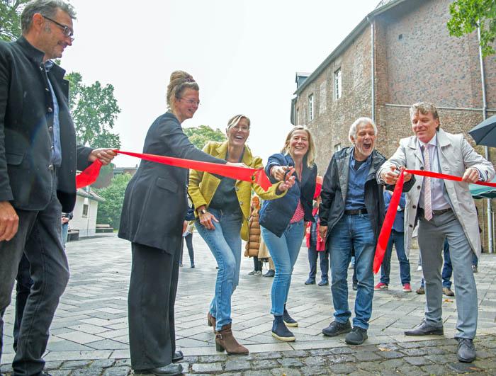 Stadt Moers – Neuer Schlossplatz ist eröffnet – und abends mit Beleuchtung