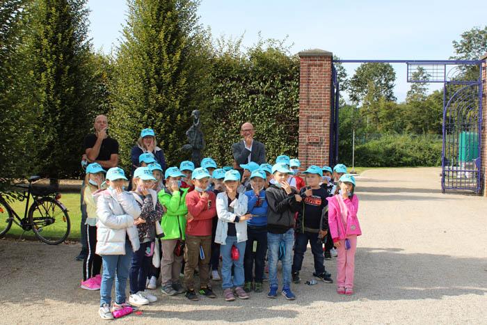 Stadt Kamp-Lintfort – Grundschüler*innen besuchen die Ausstellung von Hannes Helmke in der Orangerie am Kloster Kamp